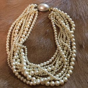 Necklace, pearl style Carole Lee